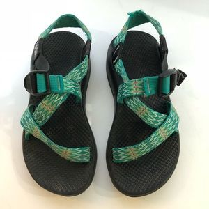 Chacos with one strap and no toe loop